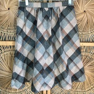 Vintage plaid wool skirt with pockets!